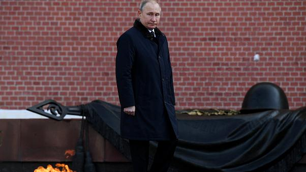 Путин теряет влияние в глазах россиян, российская армия непоколебима