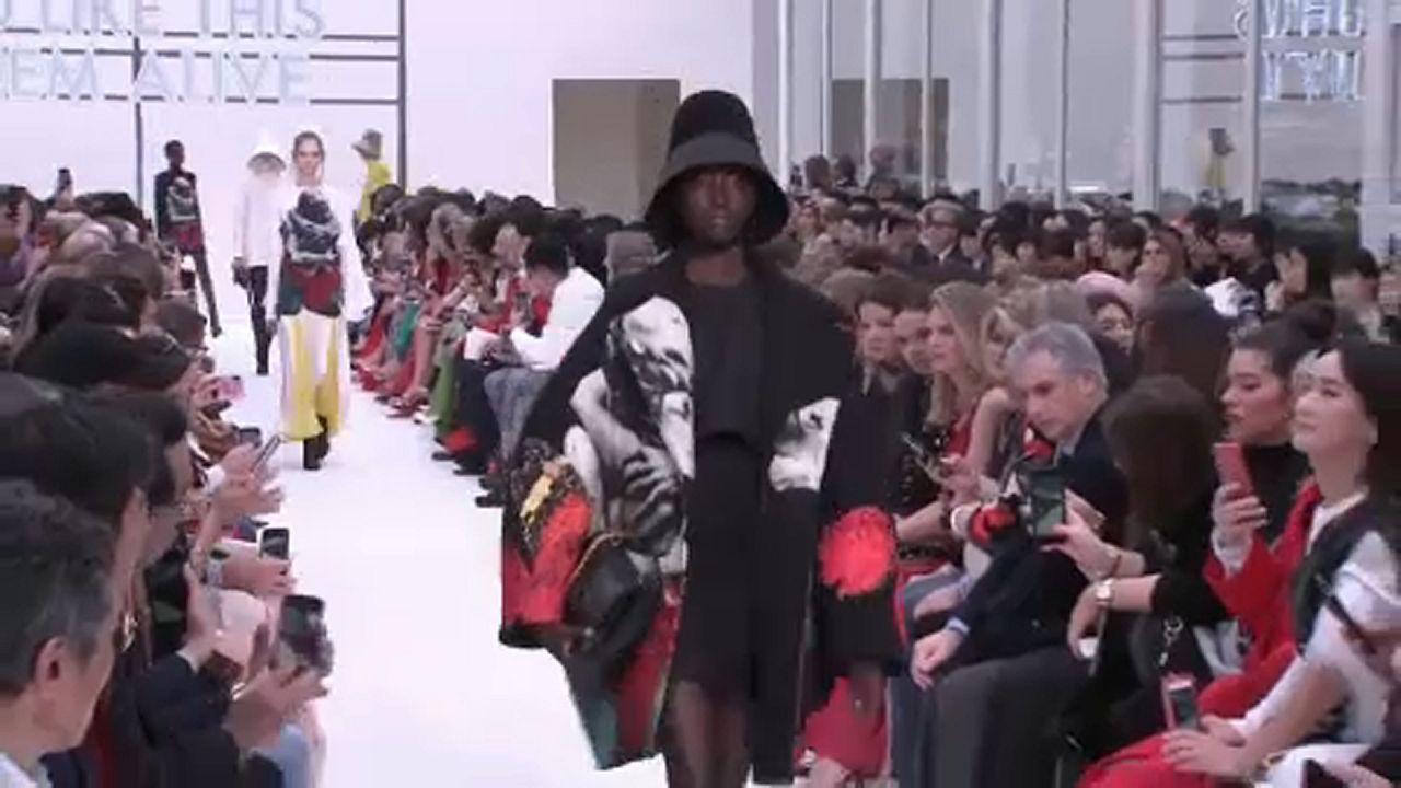 Πάθος και έντονα χρώματα στην Εβδομάδα Μόδας στο Παρίσι
