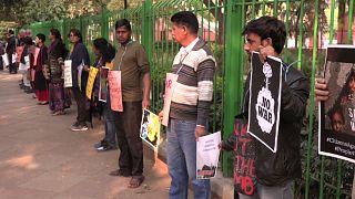 Hintliler Pakistan ile barış için insan zinciri oluşturdu