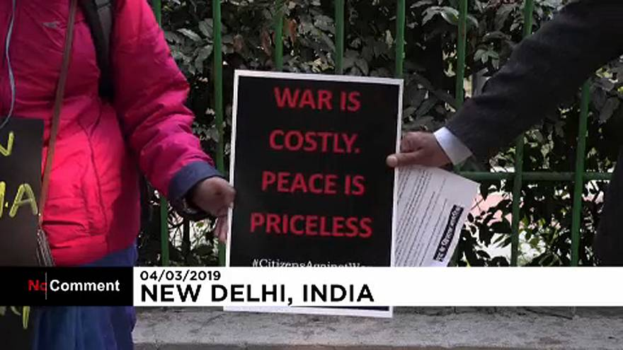 People in India call for peace with Pakistan