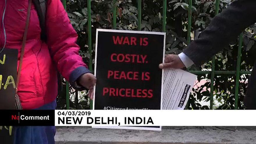 Élő lánc Indiában a békéért