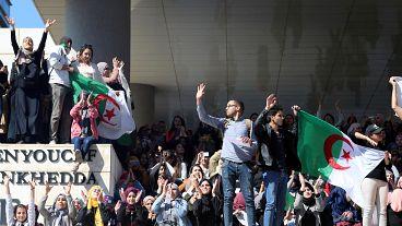 وزير جزائري سابق يستقيل من البرلمان والحزب الحاكم دعماً للاحتجاجات