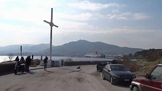 Grecia, innalzano di nuovo la croce rimossa da Lesbo: arrestati
