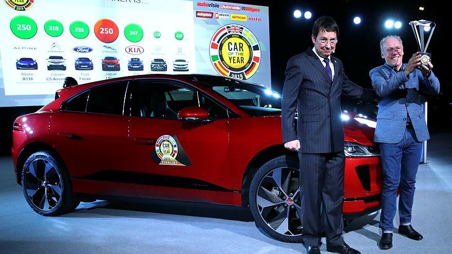 """شاهد: """"جاكوار آي- بايس"""" الكهربائية الفائزة بجائزة سيارة العام الأوروبية"""
