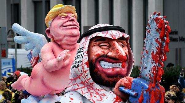 مزاح سیاسی با رهبران دنیا در کارناوال دوسلدورف