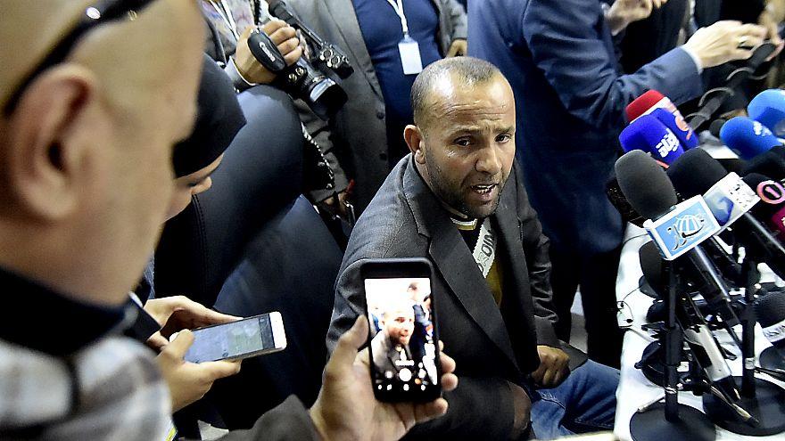 Cezayir'de seçimlere aday olamayan iş adamı aynı isimdeki kuzenini aday gösterdi