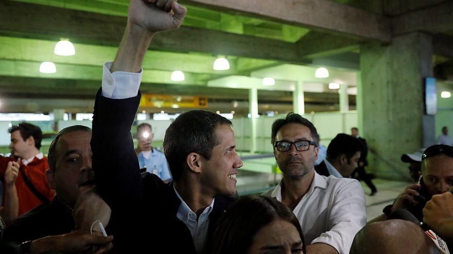 Hazatért Venezuelába Juan Guaidó