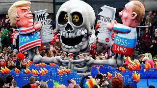 Almanya'da '5. Mevsim' karnaval geçidi