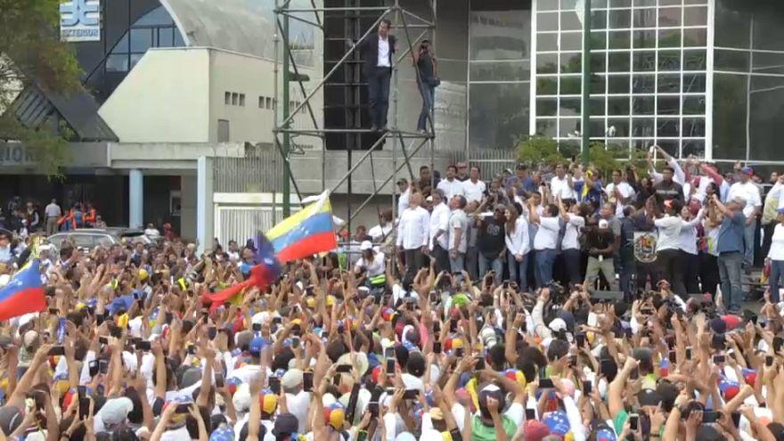 De retour au Venezuela, Guaido appelle à manifester contre Maduro