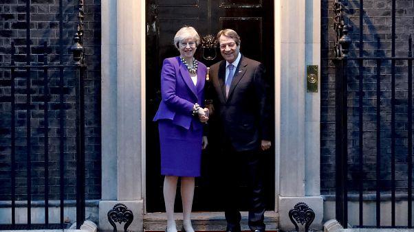 Μέι προς Αναστασιάδη: Η Βρετανία δεν επιθυμεί να συνεχίσει το ρόλο της ως εγγυήτρια δύναμη