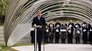 الأمير البريطاني هاري خلال افتتاح نصب تذكاري لضحايا هجومين وقعا في تونس