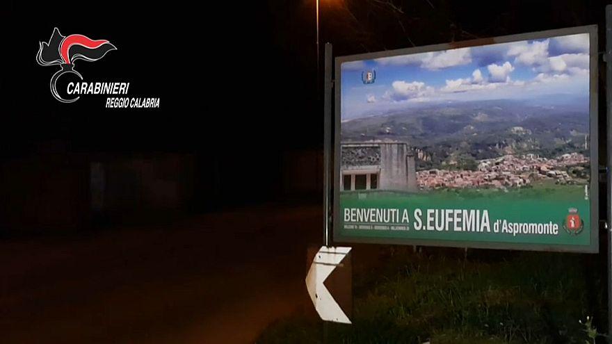 Calabria, sfruttavano lavoratori stranieri: cinque persone indagate