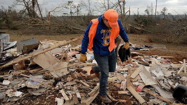 Αλαμπάμα: Οι πληγές που άφησαν οι φονικοί ανεμοστρόβιλοι