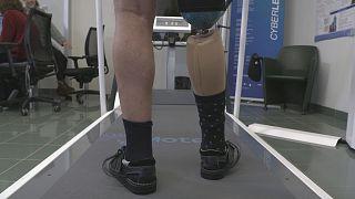 Piernas biónicas y exoesqueletos inteligentes que ahorran energía a sus portadores