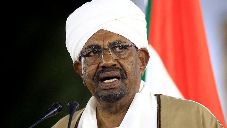 الرئيس السوداني عمر البشير يعلن حالة الطوارئ في 22 شباط فبراير