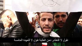 طلبة يشاركون في احتجاجات ضد ترشح الرئيس الجزائري بوتفليقة لولاية خامسة