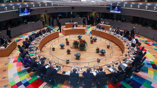 Ülésterem Brüsszelben az októberi EU-csúcs második napján a találkozó előtt