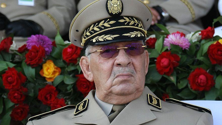 قائد الأركان أحمد قايد صالح: الجيش سيرافق المرحلة الانتقالية