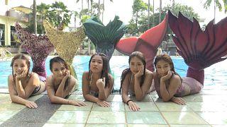 ویدئو؛ آکادمی شنای «پری دریایی» در مالزی