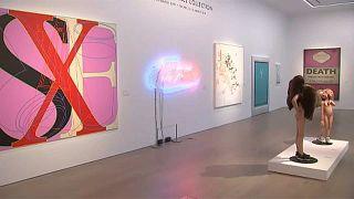 Árverési kiállításon George Michael gyűjteménye