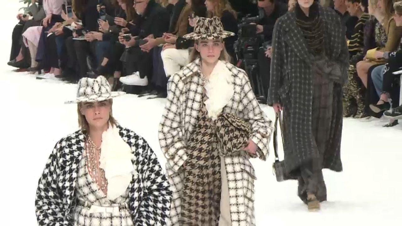 Lagerfeldtől búcsúzik a Chanel őszi-téli kollekciója