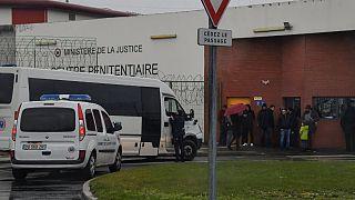 حملۀ یک اسلامگرای افراطی به نگهبانان زندان فوق امنیتی فرانسه دو زخمی برجای گذاشت