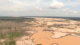 A perui katonaság védi az Amazonas-t az illegális bányászoktól
