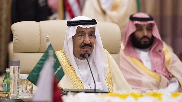 العاهل السعودي سلمان بن عبد العزيز وابنه ولي العهد محمد