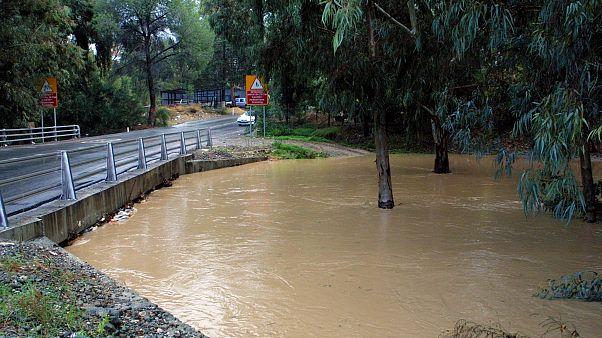 Κύπρος: Κλειστοί δρόμοι λόγω υπερχείλισης ποταμών και κατολισθήσεων