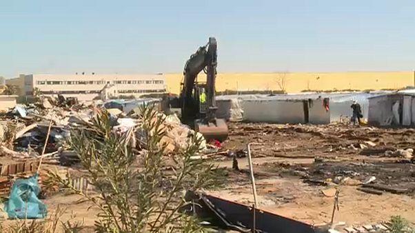 Migrants : Salvini fait démolir un camp de saisonniers en Calabre