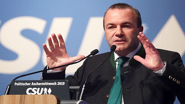 مرشّحٌ لرئاسة المفوضية الأوروبية: لا يمكن لتركيا الانضمام للتكتّل