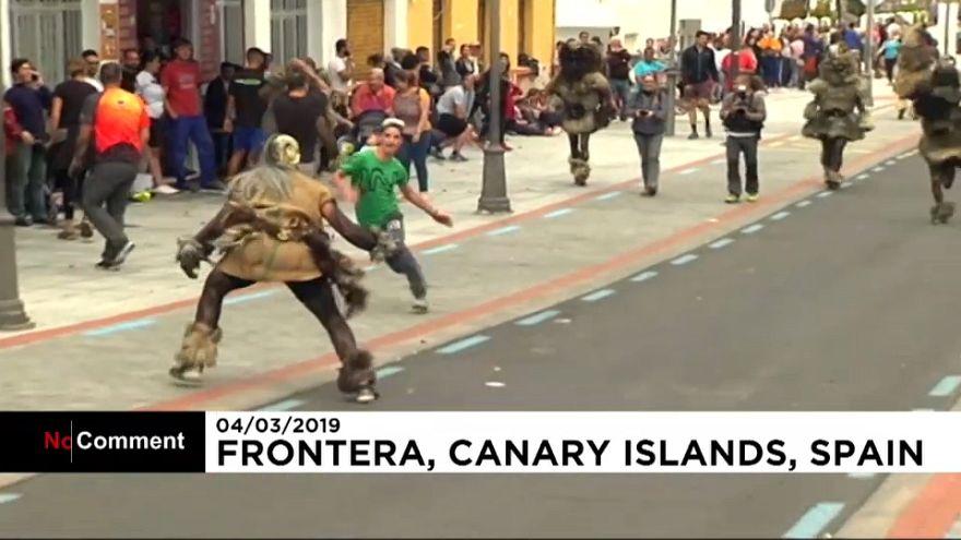Nesta cidade das Canárias, o carnaval é uma perseguição