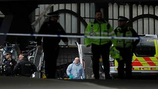 بريطانيا: جسم غريب في البرلمان وإخلاء جامعتين وتفجير لطرد ملغوم بأخرى