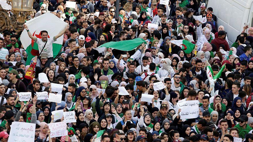 جانب من احتجاجات الجزائريين