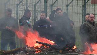 شاهد: حراس السجون الفرنسية يحتجون ضد اعتداء سجين متطرف