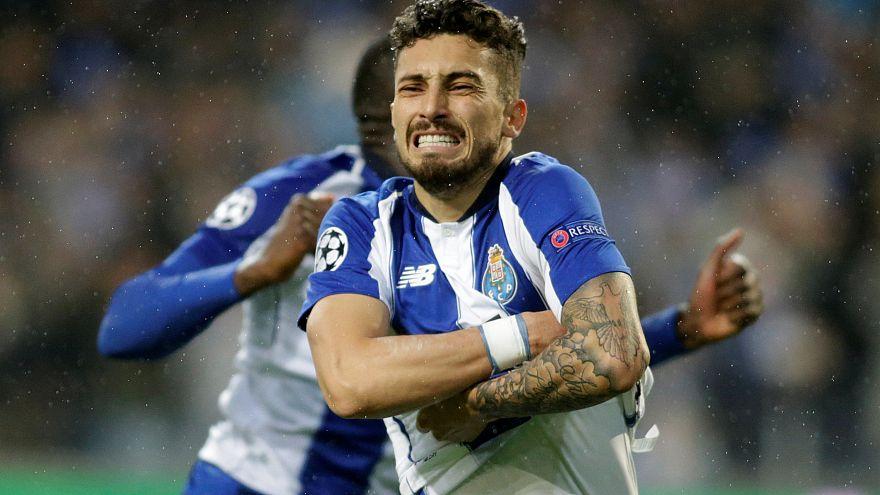Alex Telles coloca FC Porto entre as oito melhores equipas da Europa