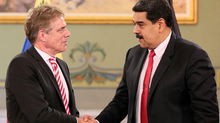 Venezuela Alman büyükelçiyi sınır dışı etme kararı aldı