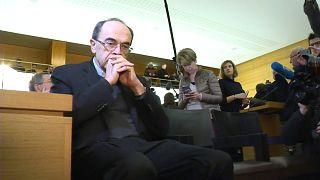 عالی ترین مقام کلیسای کاتولیک فرانسه به شش ماه حبس تعلیقی محکوم شد