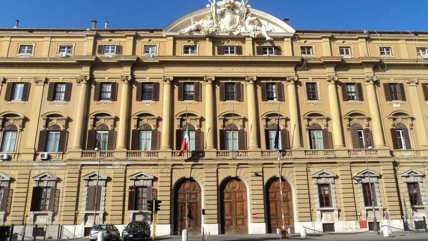 Ingyen dolgozó munkatársat keres az olasz pénzügyminisztérium