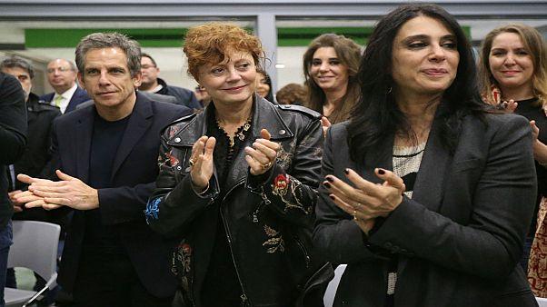 الممثلة سوزان ساراندون والممثل بين ستيلر والمخرجة نادين لبكي