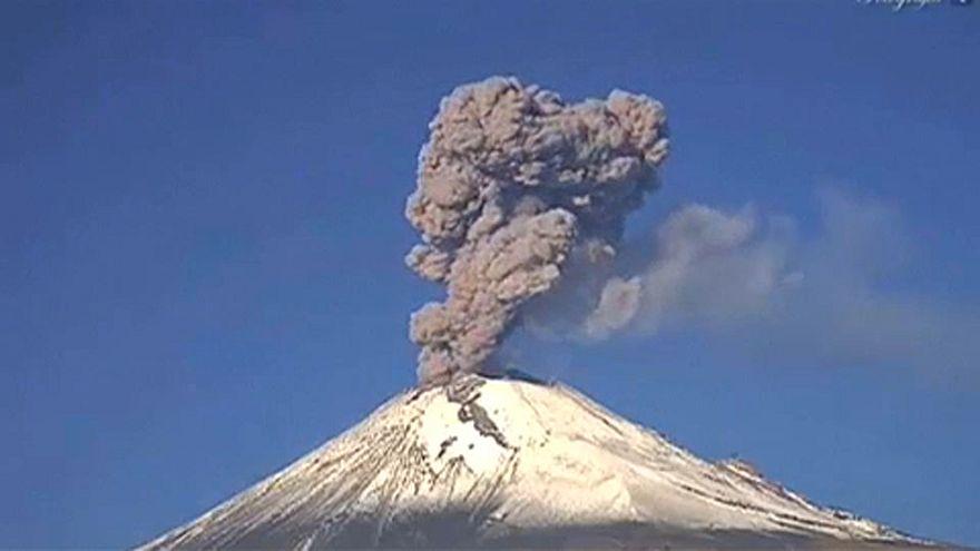 Kitört a mexikói Popocatepetl vulkán