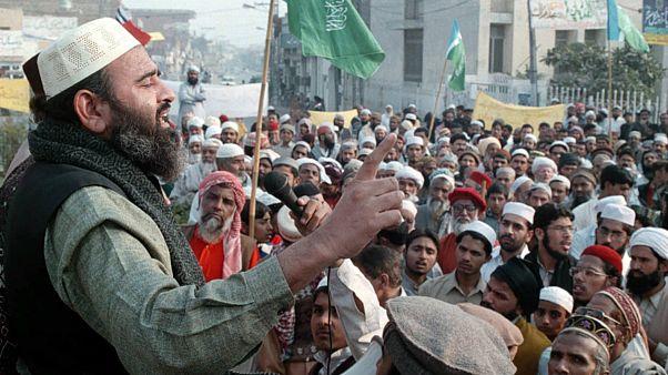 Pakistan terörle mücadele için 182 cami ve medreseye el koydu