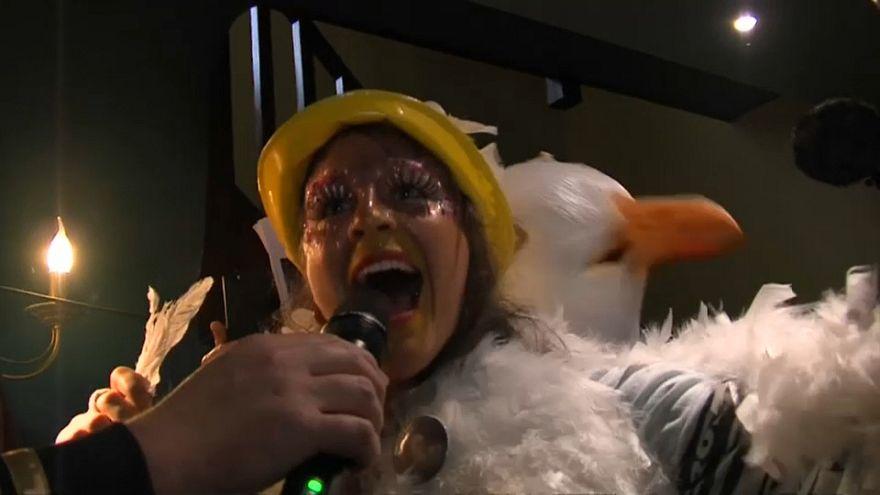 برگزاری مسابقۀ تقلید صدای مرغ دریایی در شهر دنکرک