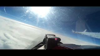 من مقطع الفيديو الذي نشرته وزارة الدفاع الروسية لاعتراض الطائرة