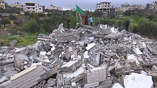 شاهد: القوات الإسرائيلية تهدم بيت أسير فلسطيني غربي رام الله