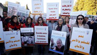 صورة أرشيفية لمغربيات ينددن بمقتل السائحتين