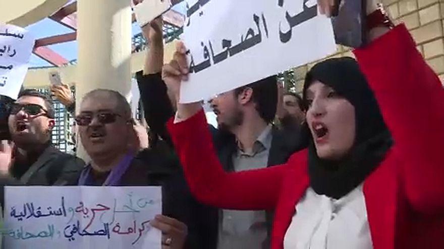تظاهرات صدها وکیل الجزایری در اعتراض به نامزدی بوتلفیقه در انتخابات ریاست جمهوری