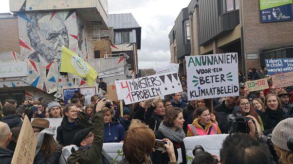 """""""Breves de Bruxelas"""": Marcha pelo Clima, Glifosato, Migrações e campanha na Hungria"""