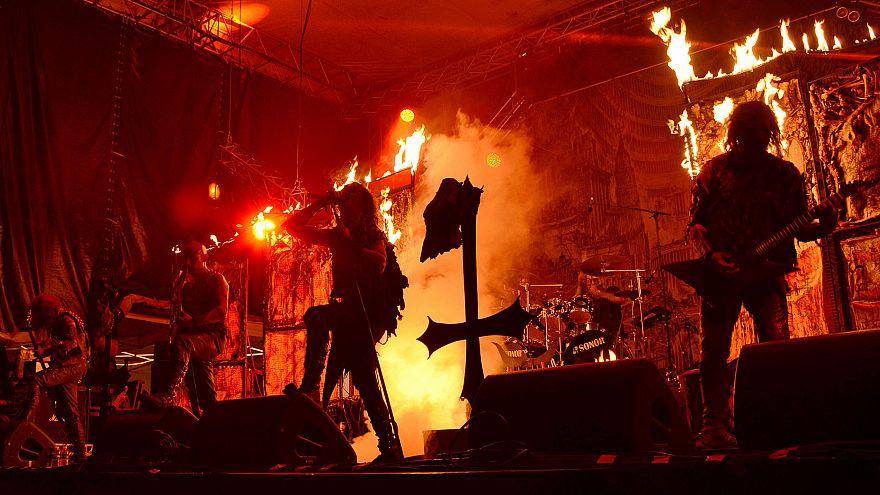 Singapur, Satanist ögeler taşıyan Watain metal grubunun konserini iptal etti