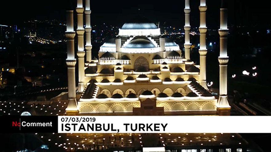 درهای بزرگترین مسجد ترکیه به روی نمازگزاران باز شد